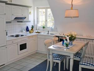 _Koeoevenhues_ App_ 5_OG_re, Apartmanok  Wenningstedt - big - 6