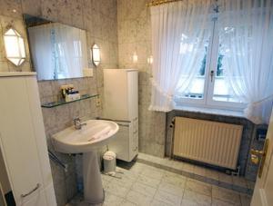 _Koeoevenhues_ App_ 5_OG_re, Apartmanok  Wenningstedt - big - 3