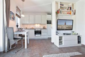 Landhaus _Berthin_Bleeg_ App_ 4 Bu, Appartamenti  Wenningstedt - big - 19