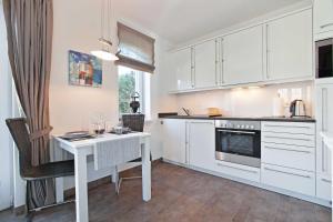 Landhaus _Berthin_Bleeg_ App_ 4 Bu, Appartamenti  Wenningstedt - big - 17