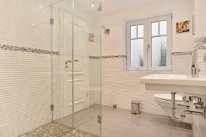 Landhaus _Berthin_Bleeg_ App_ 4 Bu, Appartamenti  Wenningstedt - big - 10