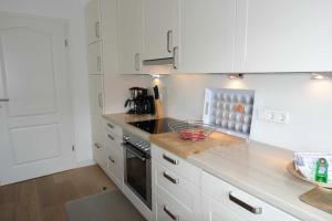 Suederwung 12 _ Appartement 1, Apartmanok  Wenningstedt - big - 16