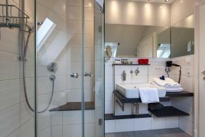 Landhaus _Berthin_Bleeg_ App_ 8 Di, Apartmanok  Wenningstedt - big - 11
