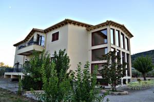 Ilia Art Suites & Estate