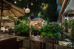 Feung Nakorn Balcony Rooms and Cafe, Отели  Бангкок - big - 107
