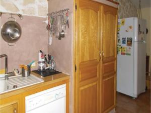 Four-Bedroom Holiday Home in Aubignan, Nyaralók  Aubignan - big - 12