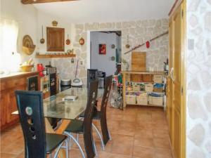 Four-Bedroom Holiday Home in Aubignan, Nyaralók  Aubignan - big - 11