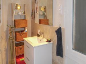Four-Bedroom Holiday Home in Aubignan, Nyaralók  Aubignan - big - 9