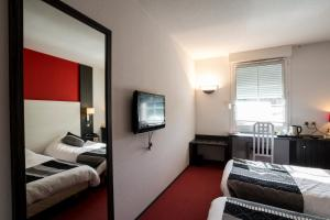 Inter-hôtel Le Pillebois, Отели  Montrevel-en-Bresse - big - 9