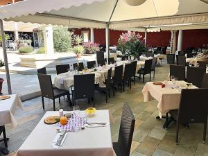 Inter-hôtel Le Pillebois, Отели  Montrevel-en-Bresse - big - 16