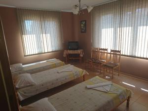 House Ogledalovi, Guest houses  Pomorie - big - 2