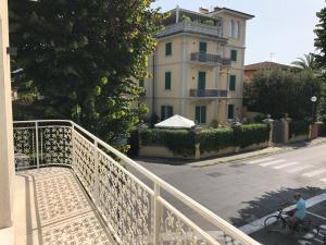 via trento, Apartments  Forte dei Marmi - big - 17