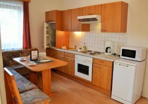 Ferienwohnungen Seerose direkt am See, Apartmány  Millstatt - big - 10