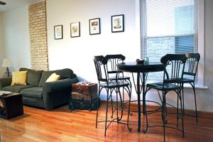 3br, Clean & Cozy Haven in the Heart of West Town!