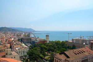 Domina Fluctuum - Penthouse in Salerno Amalfi Coast, Appartamenti  Salerno - big - 5