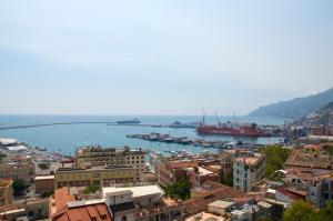 Domina Fluctuum - Penthouse in Salerno Amalfi Coast, Appartamenti  Salerno - big - 12