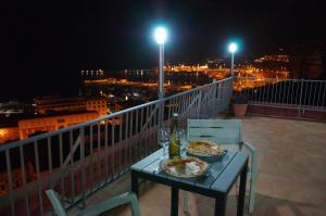 Domina Fluctuum - Penthouse in Salerno Amalfi Coast, Apartmány  Salerno - big - 18