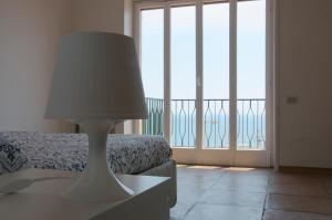 Domina Fluctuum - Penthouse in Salerno Amalfi Coast, Apartmány  Salerno - big - 25