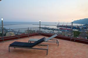 Domina Fluctuum - Penthouse in Salerno Amalfi Coast, Apartmány  Salerno - big - 35