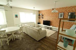 Smartline Apartment, Apartmanok  Jászvásár - big - 5
