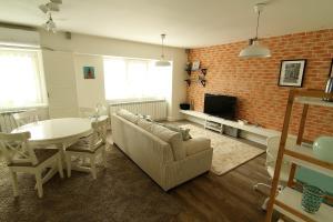 Smartline Apartment, Apartmanok  Jászvásár - big - 15
