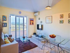 One-Bedroom Apartment in Valbandon, Apartmány  Fažana - big - 11