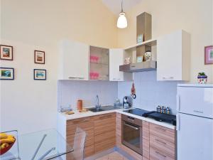 One-Bedroom Apartment in Valbandon, Apartmány  Fažana - big - 15