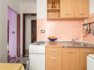 One-Bedroom Apartment in Valbandon, Appartamenti  Fažana - big - 16
