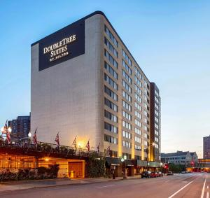 Отель «DoubleTree Suites by Hilton Minneapolis», Миннеаполис