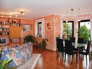 Two-Bedroom Apartment with a Fireplace in Kelberg