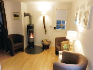Two-Bedroom Apartment Wanfried-Aue with a Fireplace 07