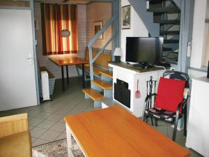 Three-Bedroom Holiday home with Lake View in Kirchheim/Hessen