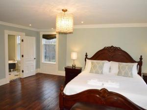 The King Street Manor Estate, Apartmanok  Niagara on the Lake - big - 19