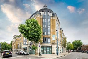 Brownhill Property, Apartmanok  London - big - 9