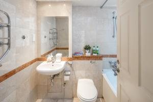 Brownhill Property, Apartmanok  London - big - 66
