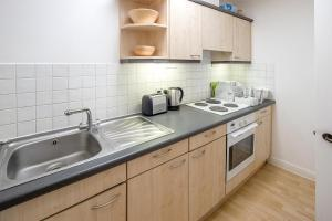 Brownhill Property, Apartmanok  London - big - 64