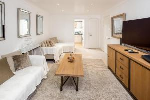 Brownhill Property, Apartmanok  London - big - 62