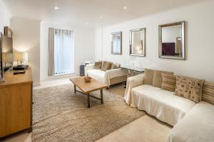 Brownhill Property, Apartmanok  London - big - 61