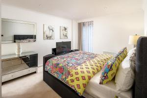 Brownhill Property, Apartmanok  London - big - 53