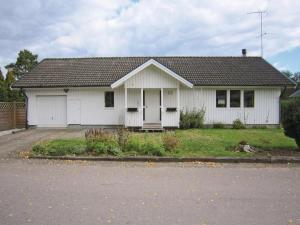Holiday home Åsljunga Sjöängsvägen