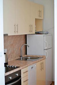 SarLux City Center Apartment - фото 17