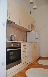 SarLux City Center Apartment - фото 26