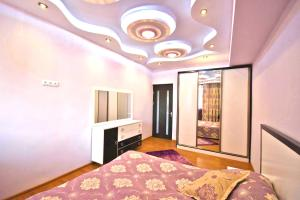 Cozy Three Rooms Republic Square in Center Yerevan, Apartments  Yerevan - big - 1