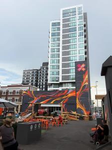 Fully Equipped Two Bedroom Condo in N3, Apartmanok  Calgary - big - 32