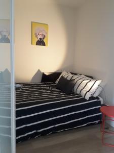 Fully Equipped Two Bedroom Condo in N3, Apartmanok  Calgary - big - 7