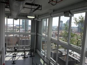 Fully Equipped Two Bedroom Condo in N3, Apartmanok  Calgary - big - 10