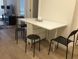 Fully Equipped Two Bedroom Condo in N3, Apartmanok  Calgary - big - 21