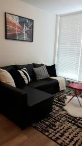 Fully Equipped Two Bedroom Condo in N3, Apartmanok  Calgary - big - 26