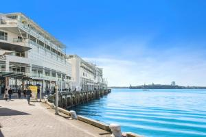 Princes Wharf Waterfront - Com..