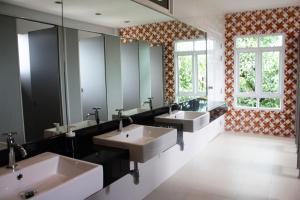 Feung Nakorn Balcony Rooms and Cafe, Отели  Бангкок - big - 53